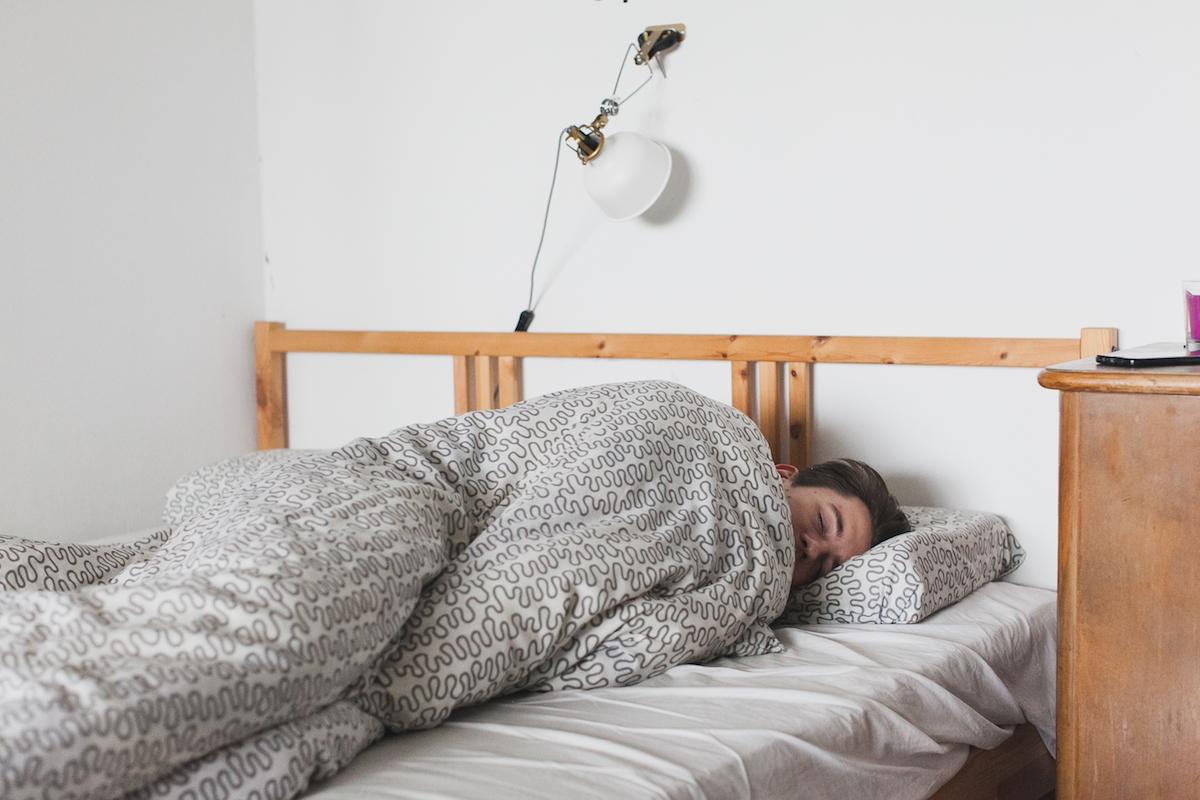 朝起きたときに喉が痛い人は口呼吸が原因かも