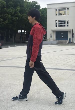 左腿の前を伸ばす