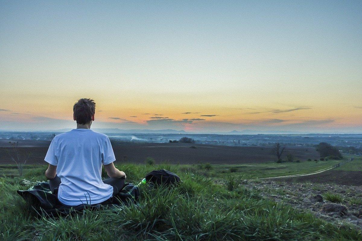 【心を静かにする方法】感情に振り回されず自分の本当の心を感じる