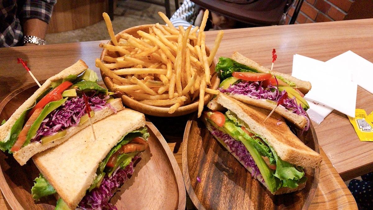 【横浜ベジタリアン】クアアイナの美味しいアボカドサンドウィッチ